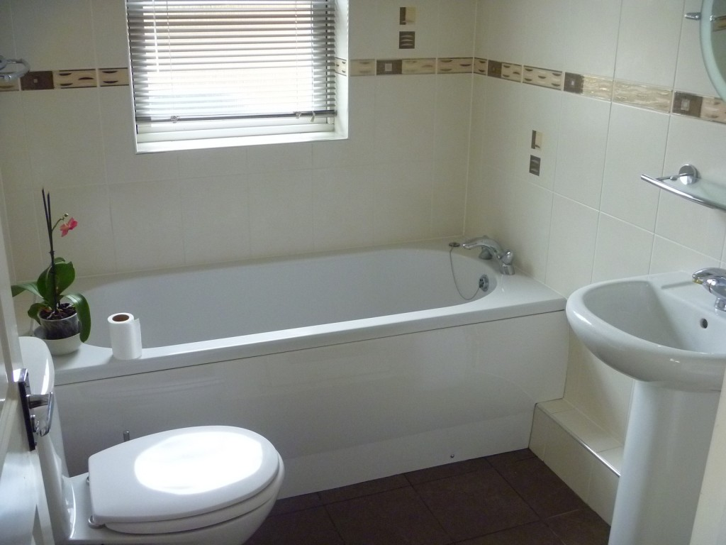 What Are The Dangers Of DIY Bathtub Refinishing - America Bath Tub